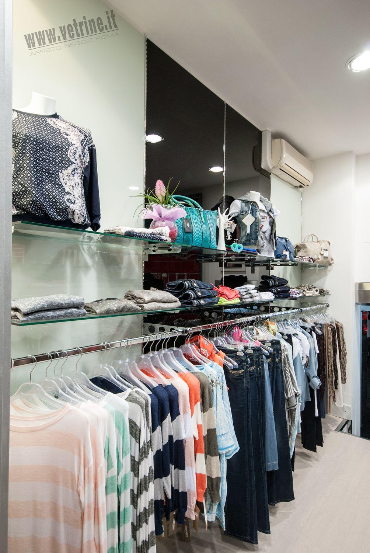 Arredo negozio abbigliamento black rose abbigliamento donna for Piani di costruzione del negozio con alloggi