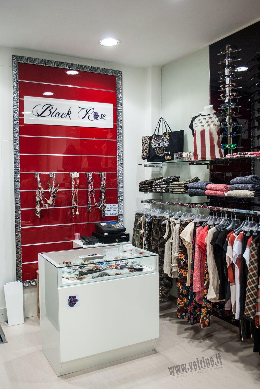 Arredo negozio abbigliamento black rose abbigliamento donna for Arredamento negozi roma