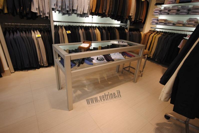 Arredamento e attrezzature per negozi gsn centro for Vetrine arredamento